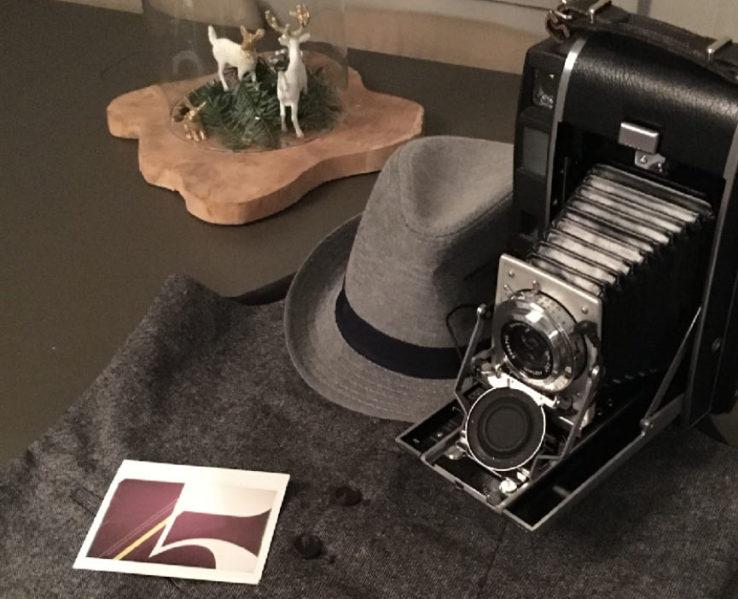 Polaroid 110A et costume